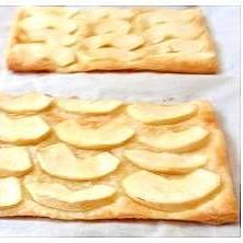 冷凍パイシートに切ってのせるだけ超簡単アップルパイ