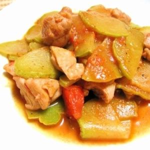 鶏とハヤトウリのトマト煮