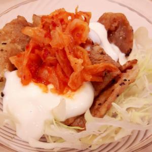簡単!豚肉とキムチヨーグルトのボリュームサラダ♪