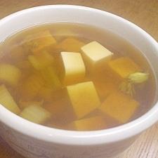 豆腐とセロリの和風スープ