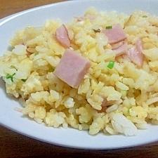 超シンプル(^^)なハムとネギの卵チャーハン