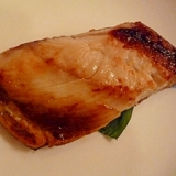 ゴマ風味の魚のみりん焼き