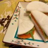 スモークサーモン・クリチ・大葉の大根サンド