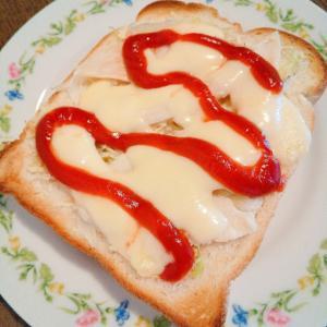 サラダチキンとキャベツのチーズトースト