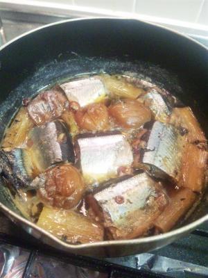 骨とワタまで食べちゃおう!「ホロリさんまの梅煮」