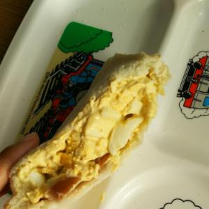 ウインナーとタルタルのサンドイッチ