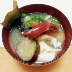 なすとレタスと豆腐の味噌汁