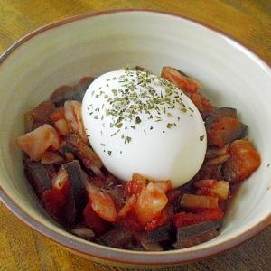 トマト煮の温たまのせ