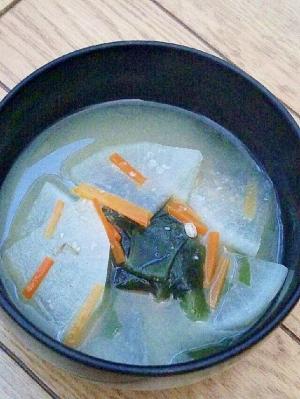 大根と人参とワカメの味噌汁