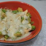 レンジで簡単☆アボカドチーズのホットサラダ