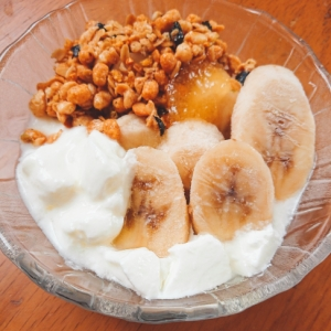 朝食に☆アマニ油かけバナナヨーグルト