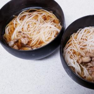 鶏もも肉の出汁!椎茸と長葱の温かそうめん