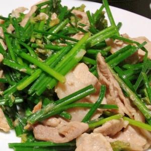 花ニラと豚コマ肉の塩炒め