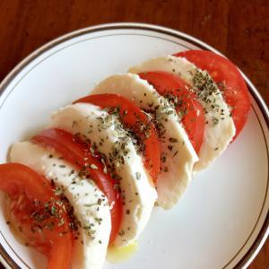 モッツァレラとトマトのカプレーゼ