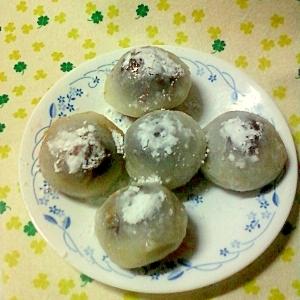 ☆チョコシロップ入りイチゴを包んだミニ大福☆*:・