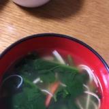 ほうれん草とカニカマのソーキそばスープ