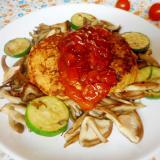 キノコとズッキーニのトマトソースハンバーグ