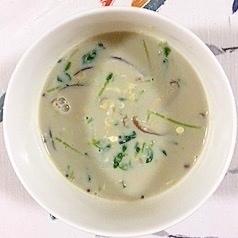 三十雑穀で作る、豆苗、椎茸の豆乳スープ
