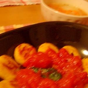 チキンナゲットとほうれん草のトマトソースかけ