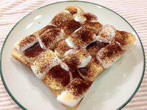 絶妙な甘さ♪バナナとマシュマロのココアトースト