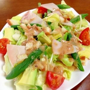 アボカドと野菜のサラダ