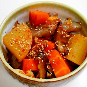 ご飯もお酒もススム!コンニャクと根菜と椎茸の煮物