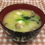 白菜とほうれん草の味噌汁