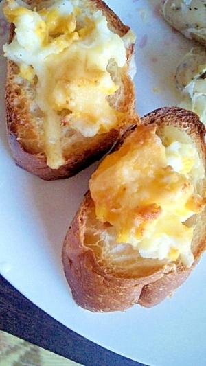 レンジでチン卵のせパン
