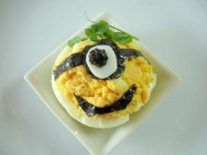 お弁当に!ミニオンのゆで卵サラダ♪