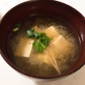 ダシ要らず!豆腐とえのきの味噌汁
