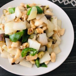 鶏むねダイスカットと夏野菜、胡桃の甘味噌炒め