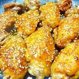 胡麻と胡椒たっぷり鶏手羽先の甘辛煮