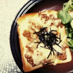 納豆チーズのピザトースト風