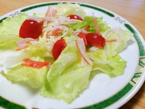 レタスとミニトマトとカニカマのサラダ