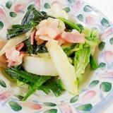 白菜とほうれん草とベーコンの炒め物
