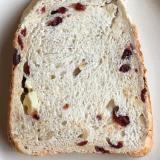 •クランベリーと胡桃とクリームチーズの山食パン•