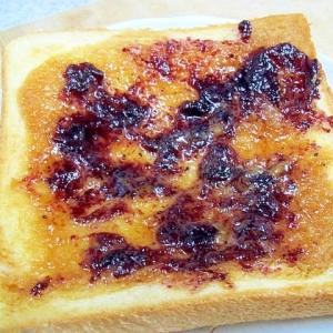 キャラメルクリームとブルーベリージャムのトースト