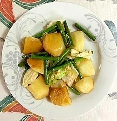 じゃが芋、にんにくの芽、キャベツの炒め物
