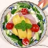 水菜とロースハム、キウイのサラダ