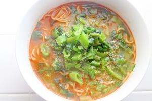 【袋麺を簡単アレンジ】野菜たっぷり緑のタンタンメン