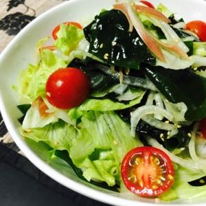 たっぷり食べたい!新玉ねぎとワカメのサラダ☆レタス