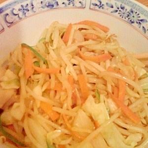 男の自炊料理。肉野菜炒め。T内が片付けをはじめたよ
