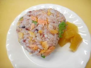 ☆鮭・大葉・天かすの雑穀飯おにぎり☆