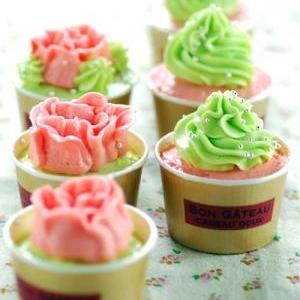 バタークリームデコレーションカップケーキ
