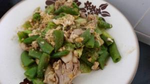 簡単ご飯が進む!豚バラ、キャベツ、エンドウ餡掛け