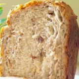 •3種のナッツの山食パン•