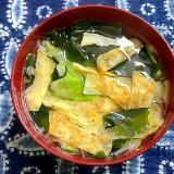 薄焼きたまごとレタスとわかめのスープ