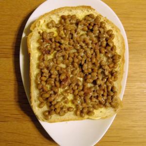 辛子マヨトーストに梅納豆
