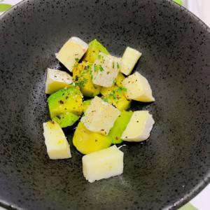 アボカドとカマンベールチーズのガーリック醤油