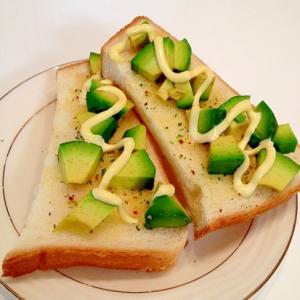 ハーブ香るアボガドのマヨネーズトースト